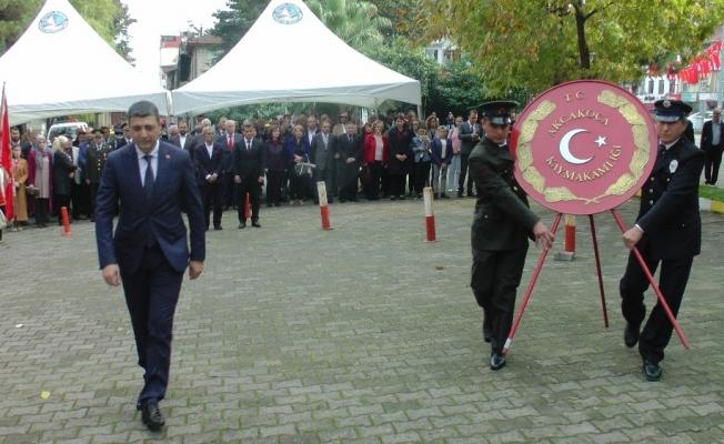 Akçakoca'da 29 Ekim Cumhuriyet Bayramı çelenk sunumu ile başladı