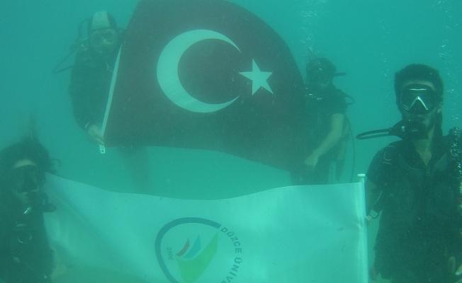 29 Ekim Cumhuriyet Bayramı'nı 29 metre derinlikte kutladı