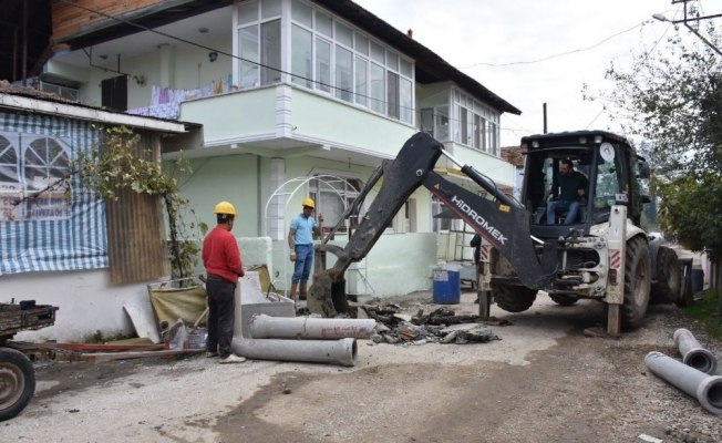 Ekipler mahalelerde çalışmaya devam ediyor