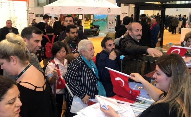 Turizm fuarında Türk Bayrağına yoğunluk ilgi