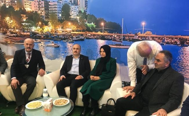 Vali Dağlı ve Başkan Ay, Akçakoca standını ziyaret etti