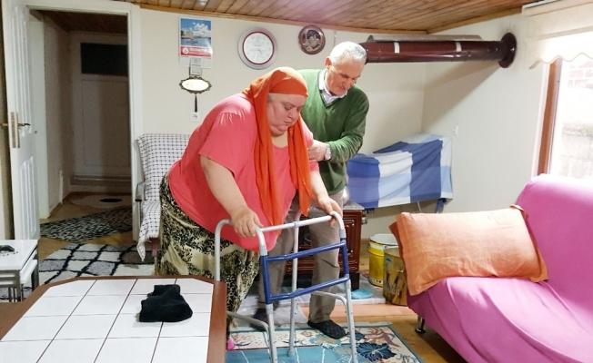 Koca şiddetlerine inat 7 yıldır hasta eşine bakıyor