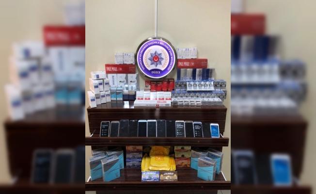 Düzce'de kaçak sigara ve telefon operasyonu