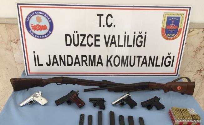 Düzce'de silah kaçakçılığına jandarma baskını