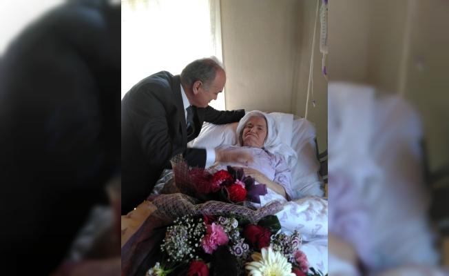 Bakan Faruk Özlü, annesini ziyaret etti