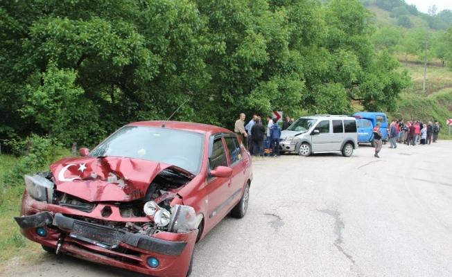 Düzce'de iki araç kafa kafaya çarpıştı: 9 yaralı