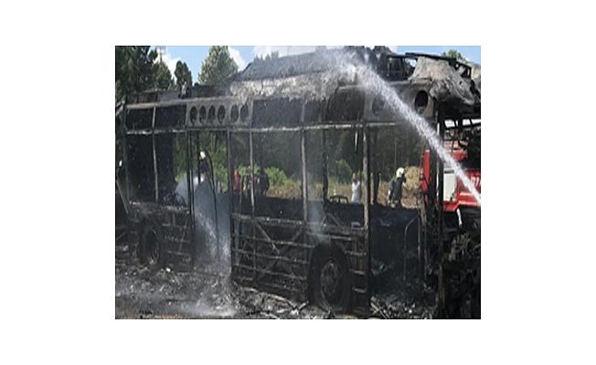 Seyir halindeki belediye halk otobüsünde yangın