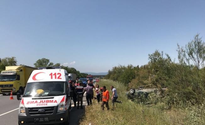 TEM'de otomobil takla attı: 6 yaralı