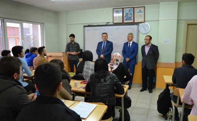 Öğrenciler üniversite sınavına hazırlanıyor