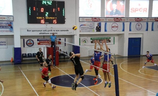 Voleybol Erkekler 1. Ligi: Düzce Belediyespor: 3 - Eskişehir Anadolu Üniversitesi: 1
