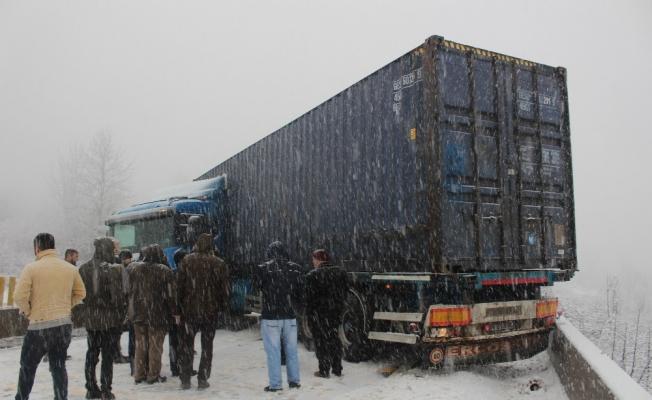 Ankara-İstanbul Karayolu trafiğe kapandı