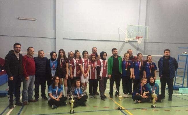 Badminton Düzce il şampiyonu Gümüşova Anadolu İHL oldu