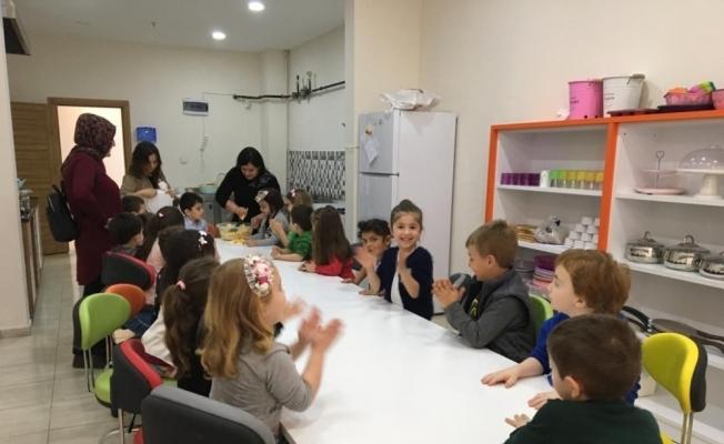 Çocuk kulübü kapılarını minik öğrencilere açtı