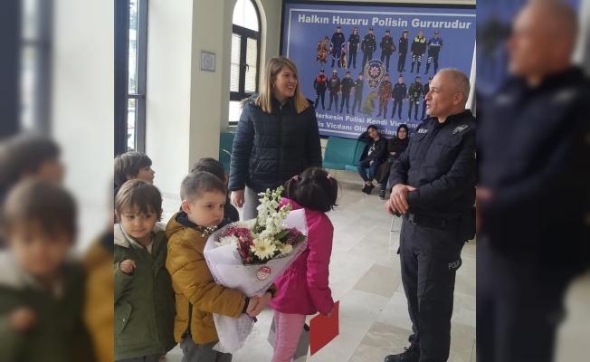 Öğrenciler polis amcalarına ziyaret