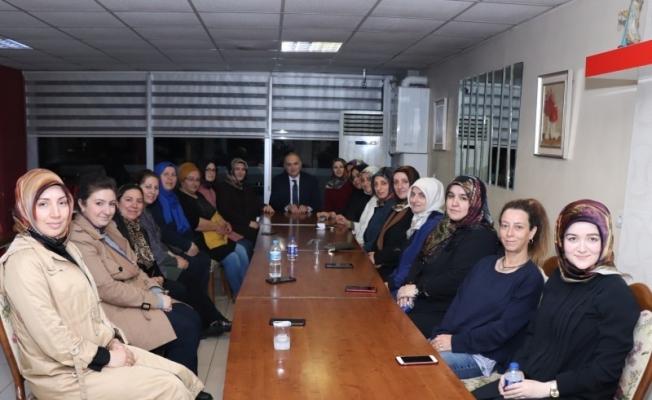 Başkan Özlü Hanımlar lokalinde kadınlarla bir araya geldi