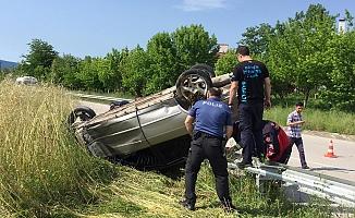 Otomobil tepetaklak oldu: 2 yaralı