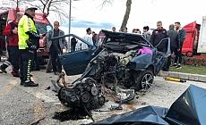 Düzce'de otomobil ağaca çarptı: 2 yaralı